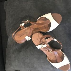 LEATHER SANDALS WITH HEALS